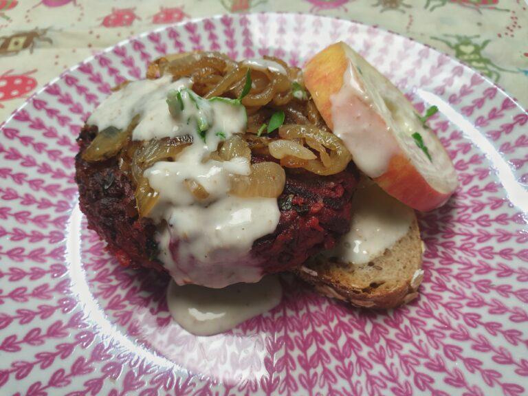 Thumbnail voor het recept: Bieten-kikkererwtenburgers met basilicum