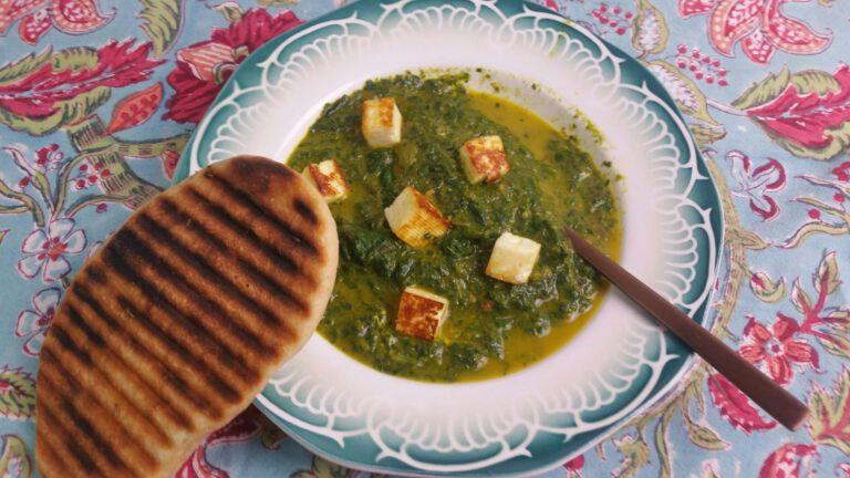 Thumbnail voor het recept: Spinazie met kaas – Palak paneer – met naanbrood