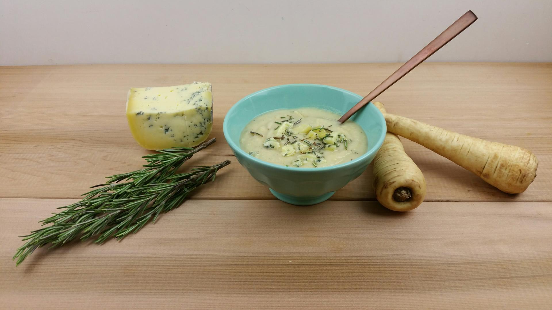 pastinaaksoep met blauwe kaas