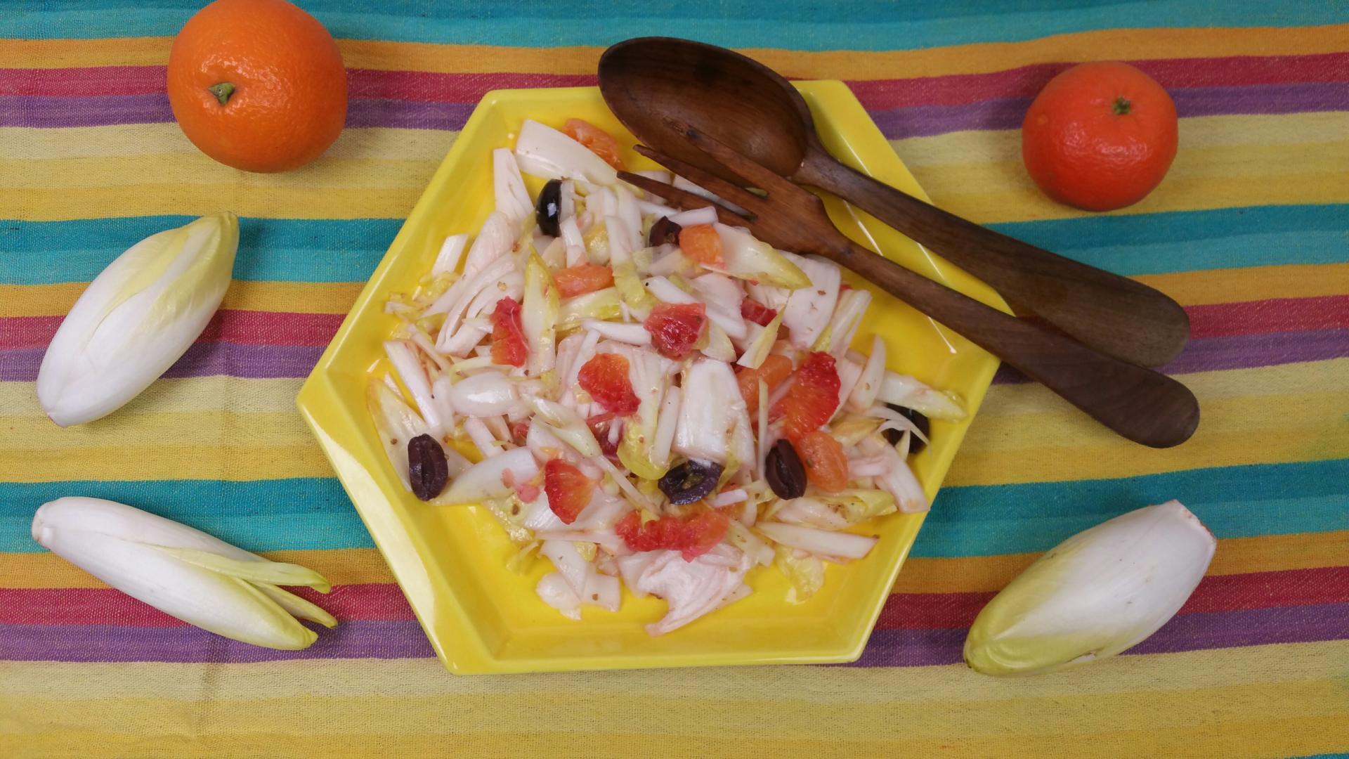 Uitgelichte foto voor het bericht Wintersla met citrus- voor witlof, andijvie of Chinese kool