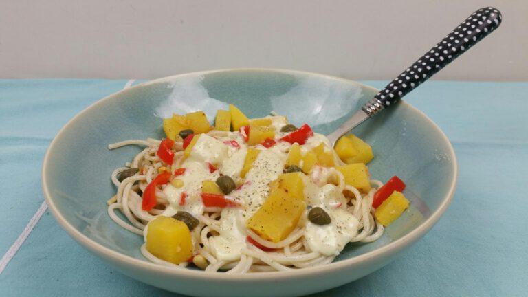 Thumbnail voor het recept: Koolraap-rode paprikaspaghetti met blauwe kaas