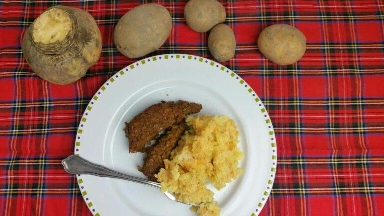 Thumbnail voor het recept: Neeps and tatties : stamppot met koolraap en aardappel
