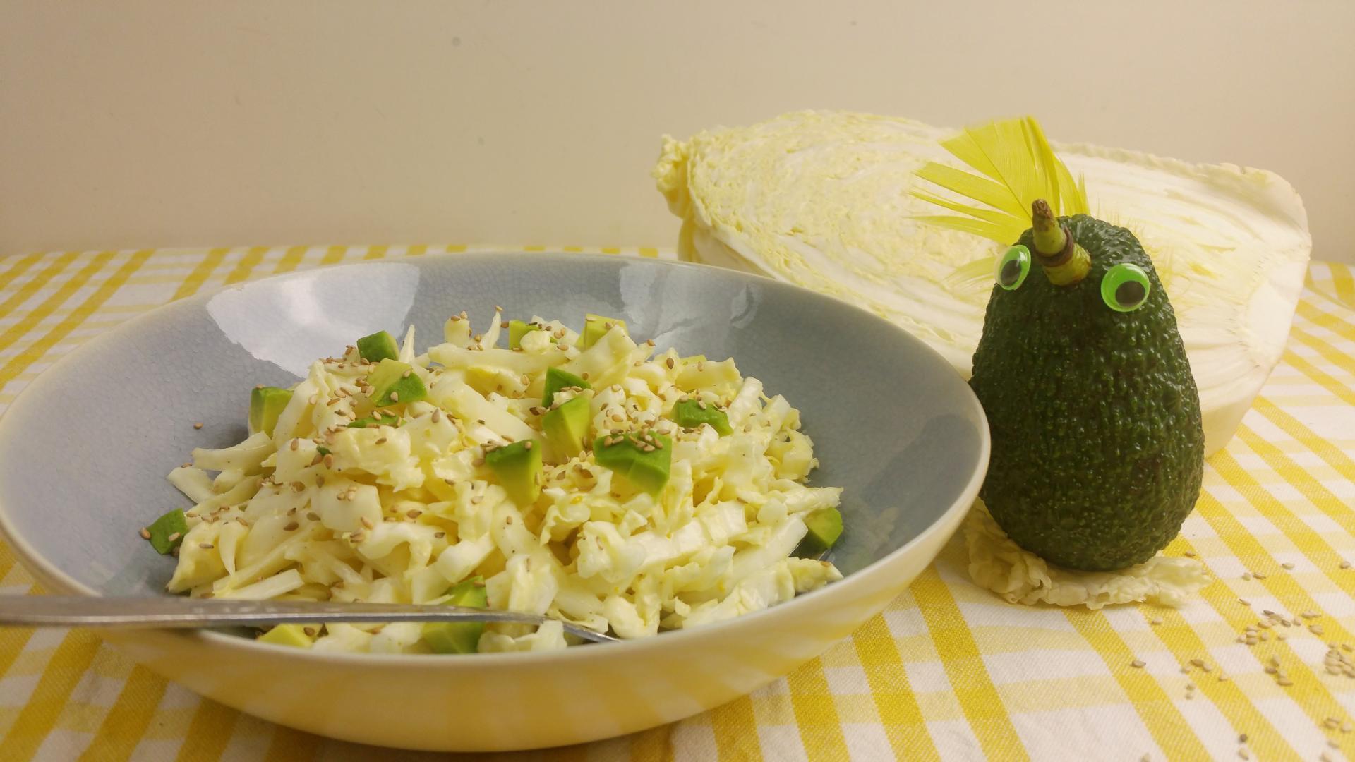 Chinese kool salade met avocado en sesamzaadjes