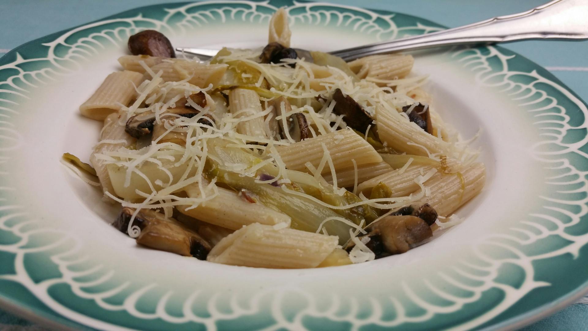 Pasta met witlof en spekjes uit de wok