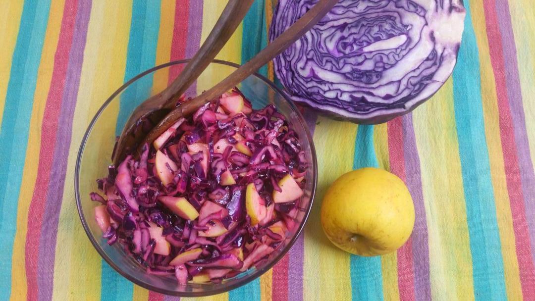 Uitgelichte foto voor het bericht Winterse rode kool salade