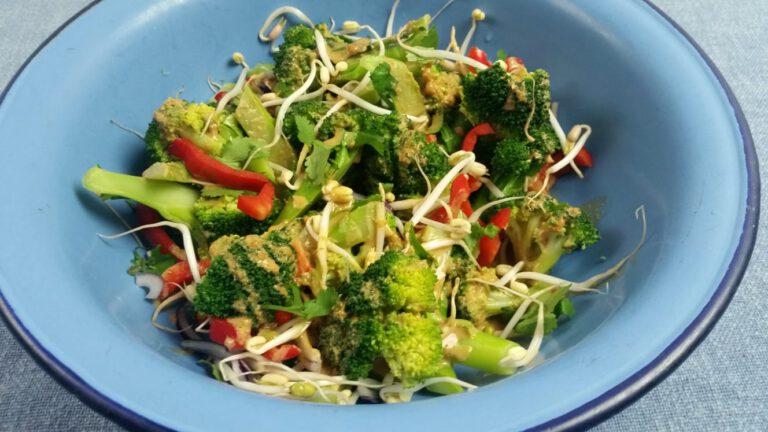 Thumbnail voor het recept: Oosterse broccolisalade