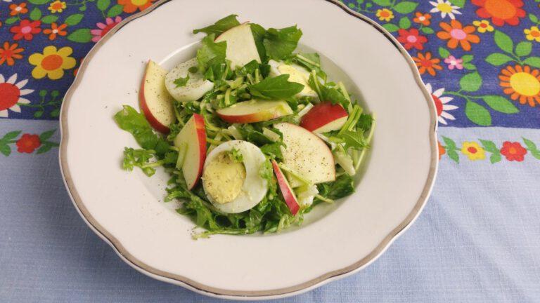 Thumbnail voor het recept: Raapstelen salade met appel en ei