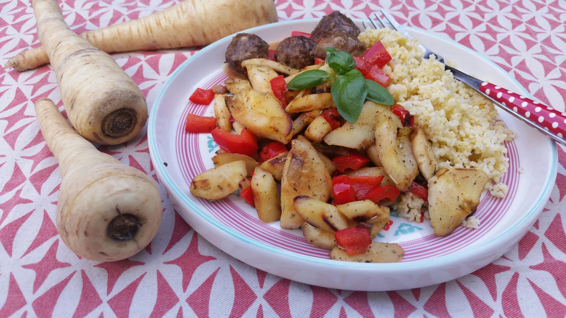 pastinaak gebakken met paprika, geserveerd met gierst en gehaktballetjes