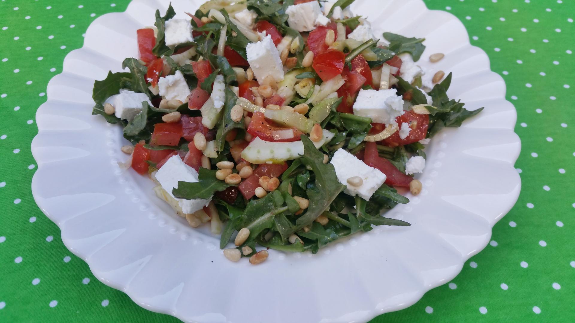 Uitgelichte foto voor het bericht Venkelsalade met tomaat en rucola