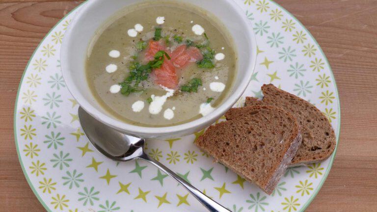Thumbnail voor het recept: Bleekselderij soep met gerookte zalm