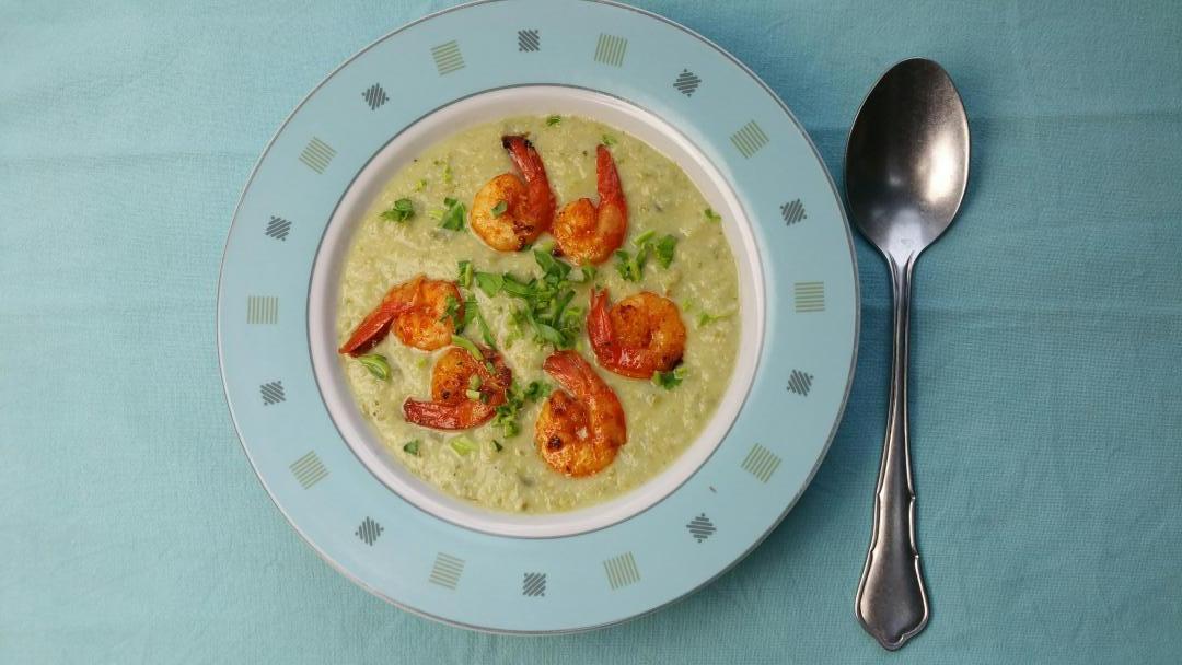 Uitgelichte foto voor het bericht Koolrabicrème soep met pittige garnalen