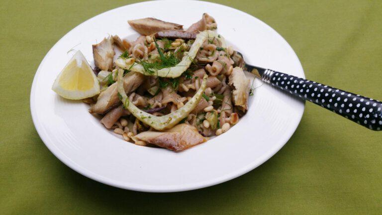 Thumbnail voor het recept: Pasta met venkel, gremolata en gerookte makreel