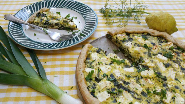 Thumbnail voor het recept: Zomerse quiche met prei en feta