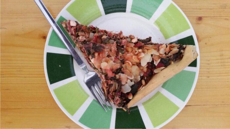 Thumbnail voor het recept: Snijbiettaart met kaas en pitjes