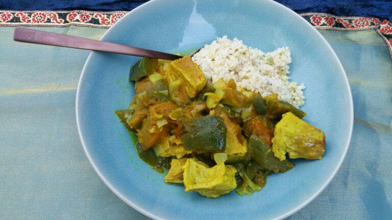 Thumbnail voor het recept: Curry met groene pompoen en gepocheerd ei