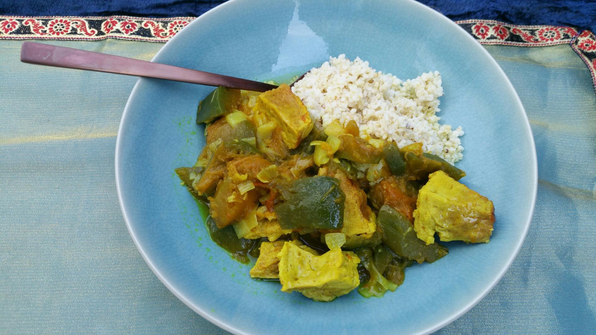 Uitgelichte foto voor het bericht Curry met groene pompoen en gepocheerd ei