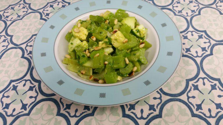Thumbnail voor het recept: Bleekselderijsalade met avocado
