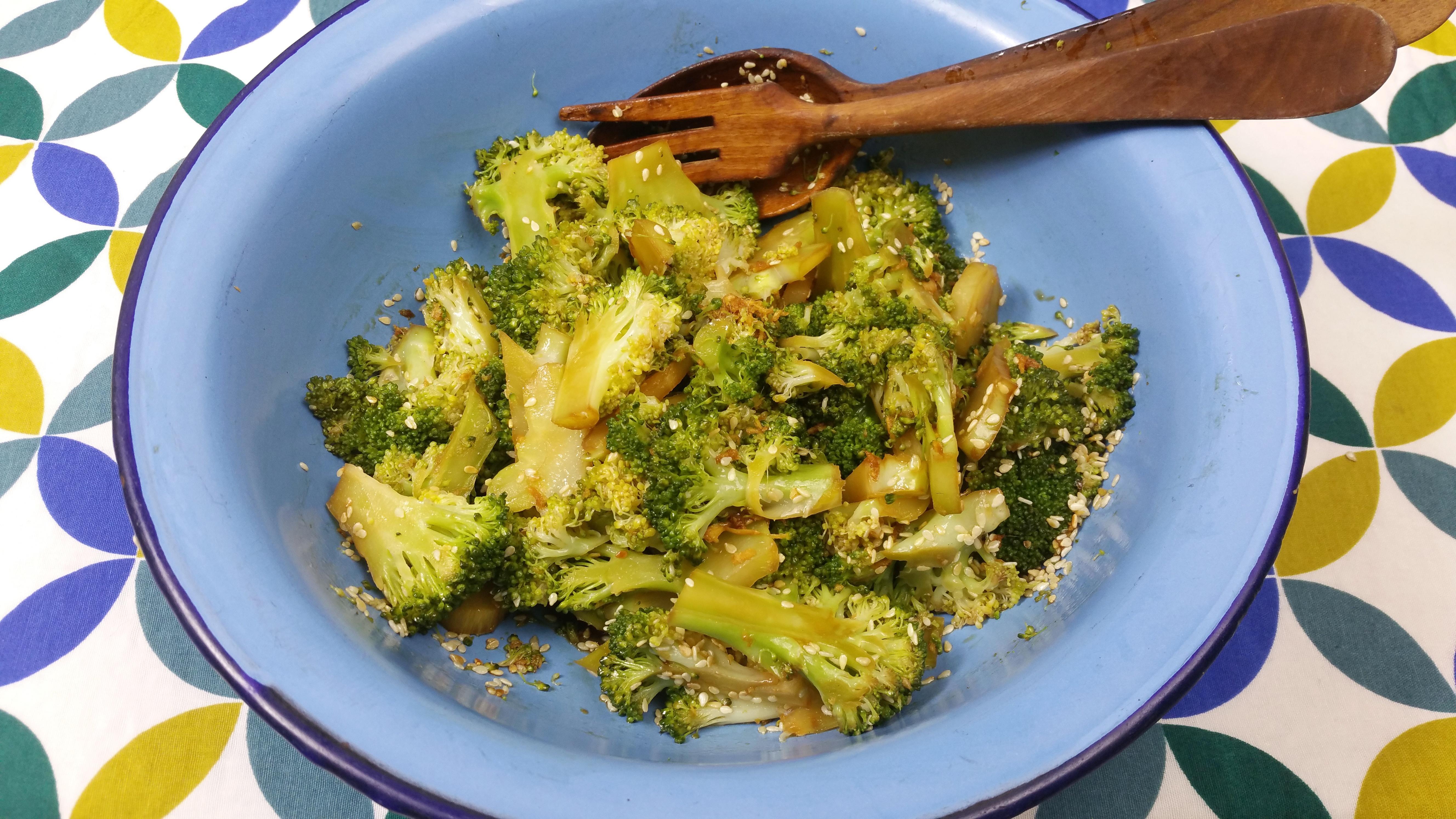 Uitgelichte foto voor het bericht Broccoli met gember en sesamzaad