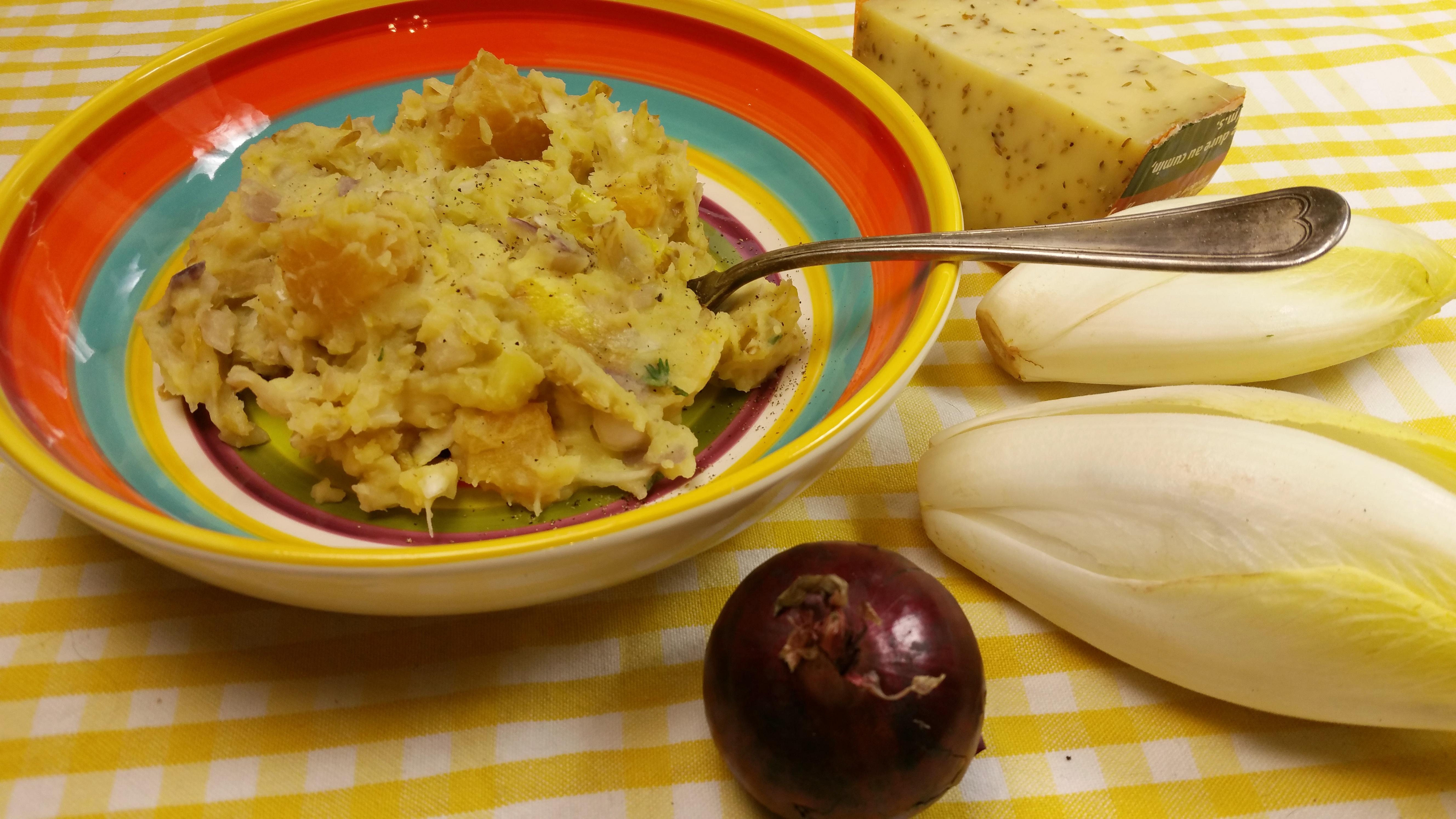Witlofstamppot met ananas en komijnekaas