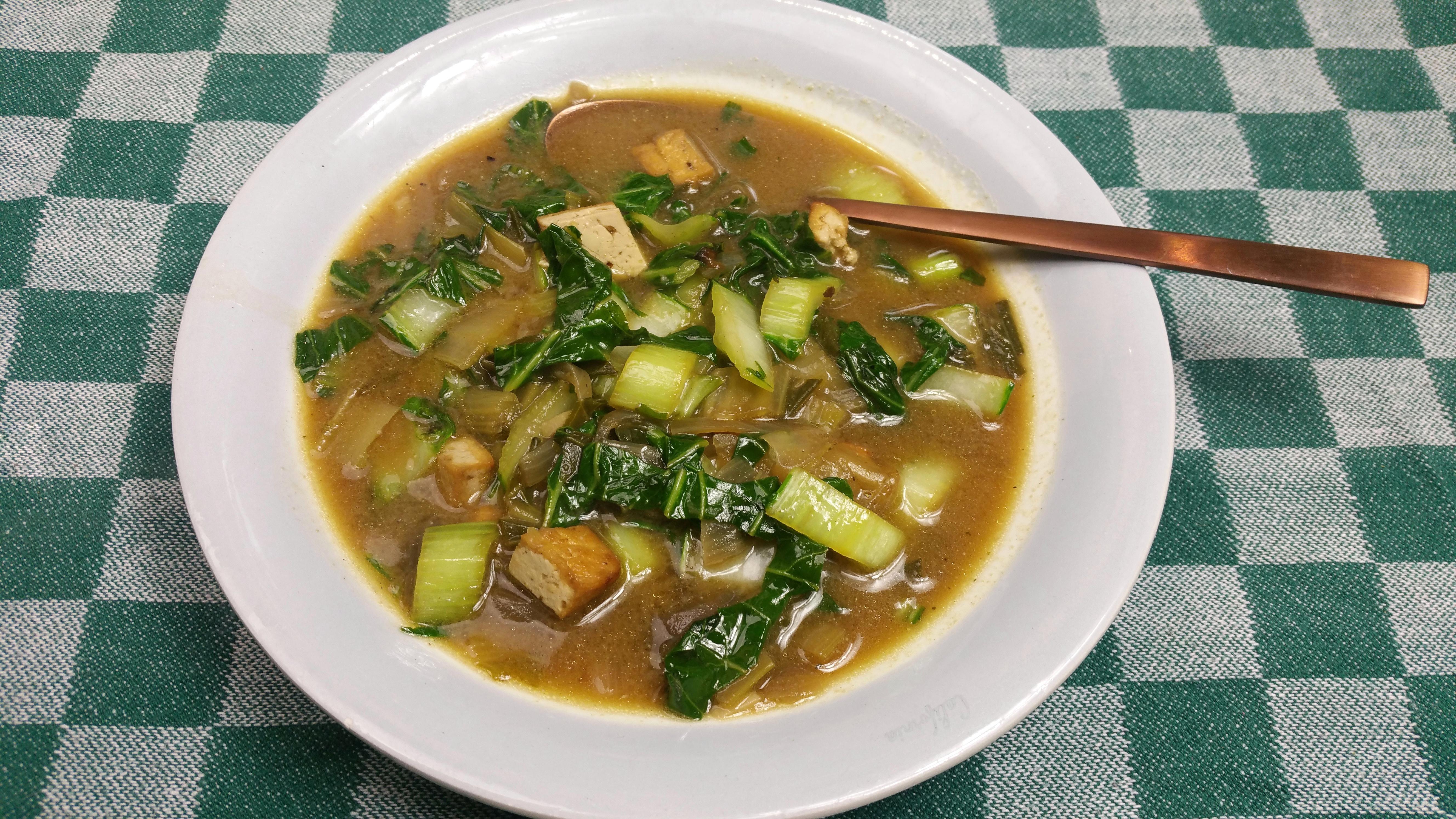 Uitgelichte foto voor het bericht Paksoisoep met tofu en miso