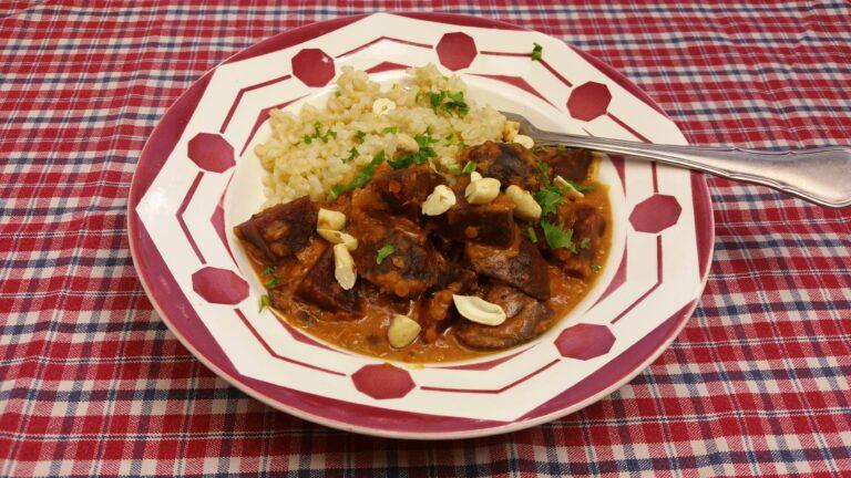 Thumbnail voor het recept: Rode bieten curry met linzen en kokos