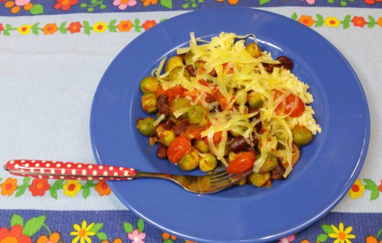 Thumbnail voor het recept: Spruitjes met kidneybonen en tomaat