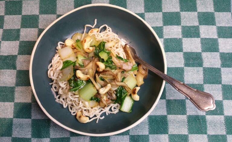 Thumbnail voor het recept: Paksoi met oesterzwammen, gember en knoflook
