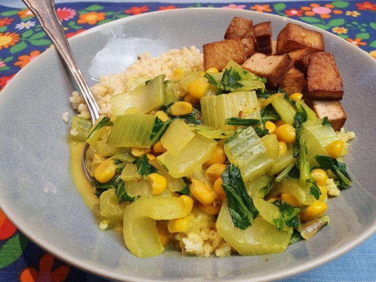Thumbnail voor het recept: Paksoi curry met mais en tofu
