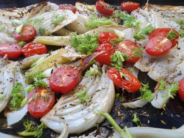 Thumbnail voor het recept: Venkel uit de oven met tomaat