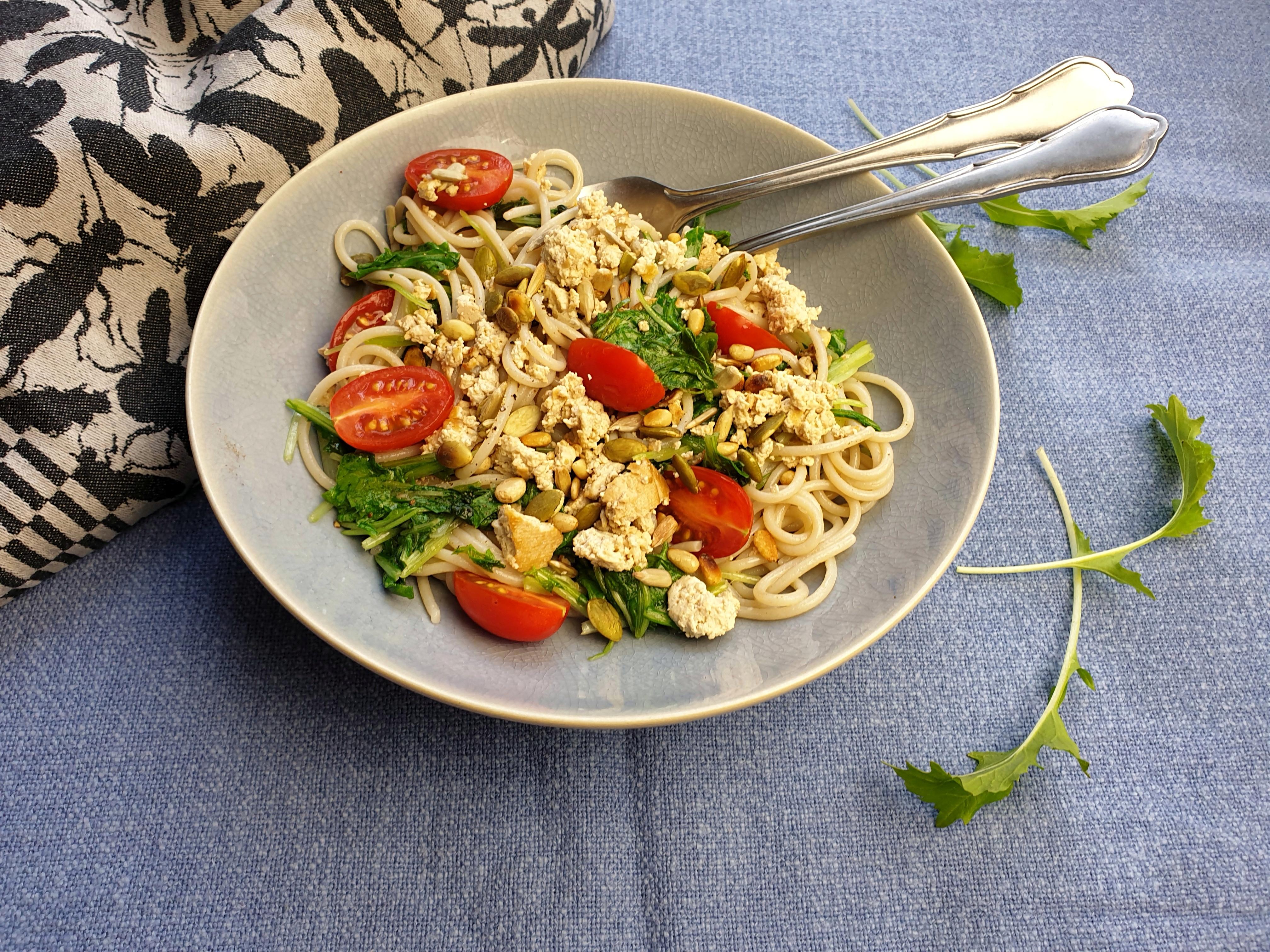 Uitgelichte foto voor het bericht Spaghetti met raapstelen, ansjovis en tomaat