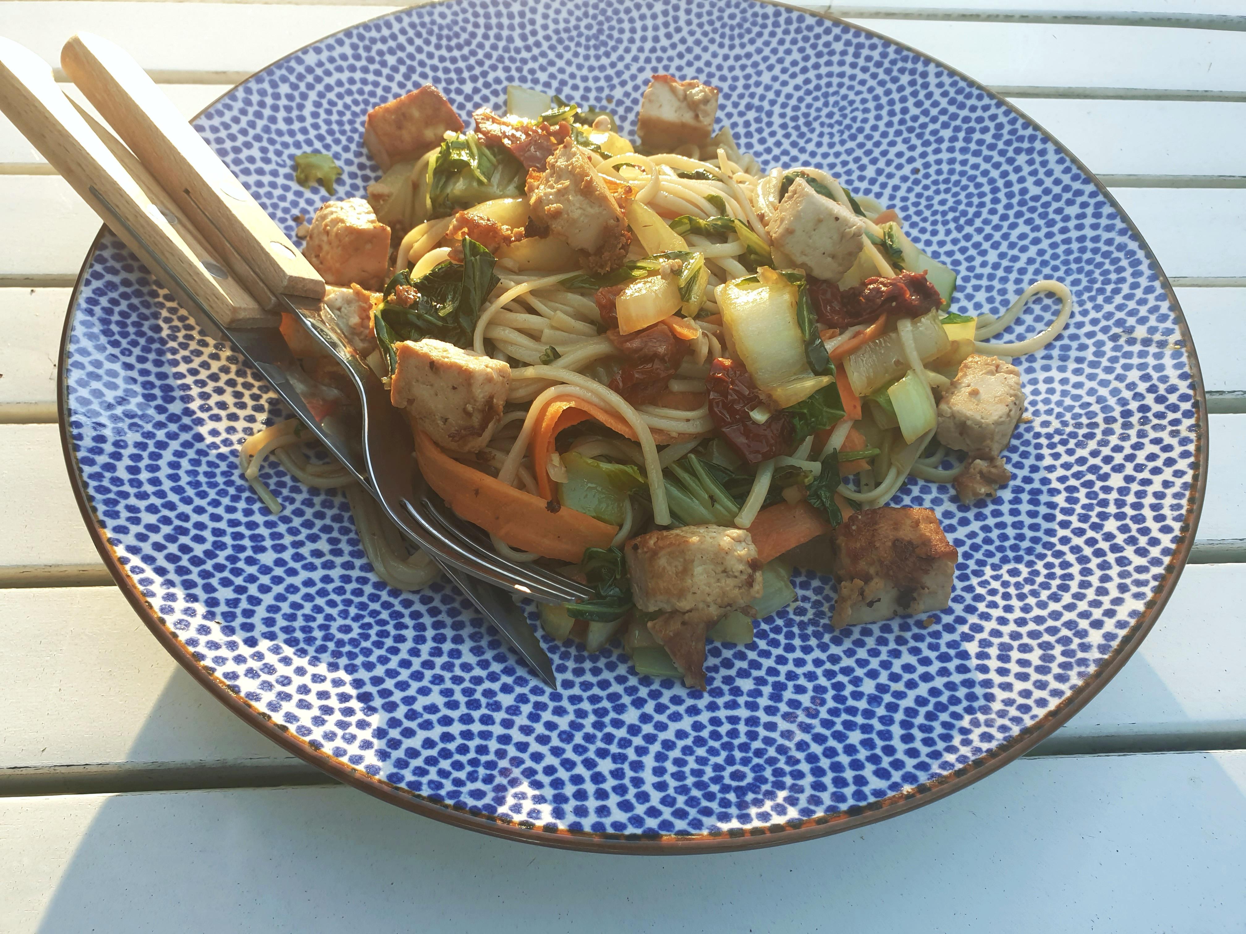 Paksoi - salade met noodles en tofu