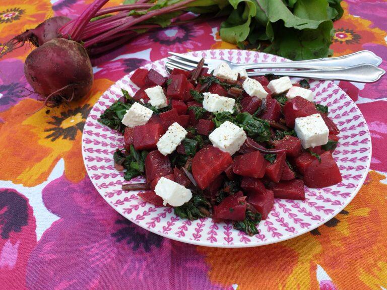Thumbnail voor het recept: Bosbiet met feta en bietenloof
