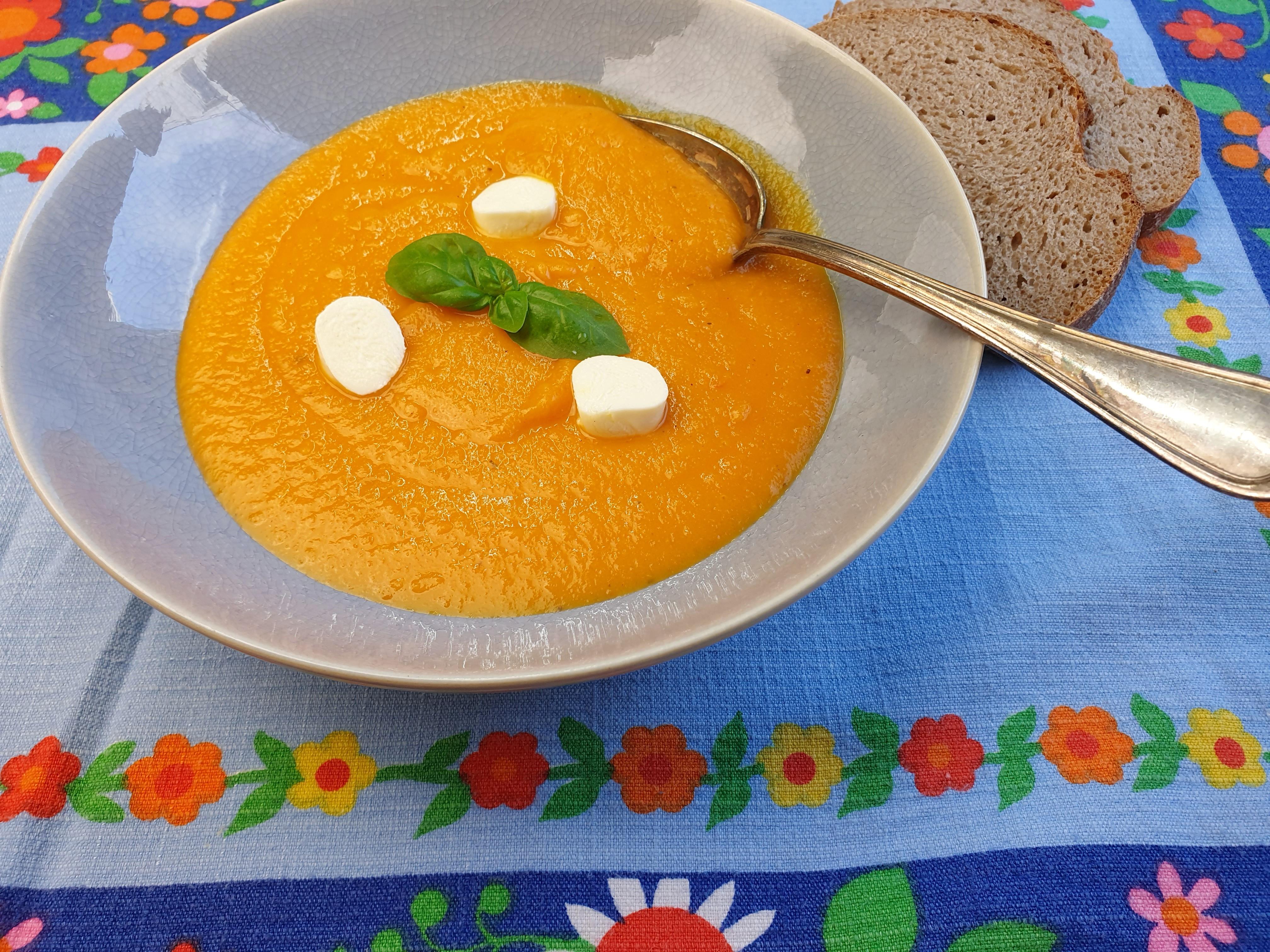 Uitgelichte foto voor het bericht Franse koude wortel-sinaasappelsoep
