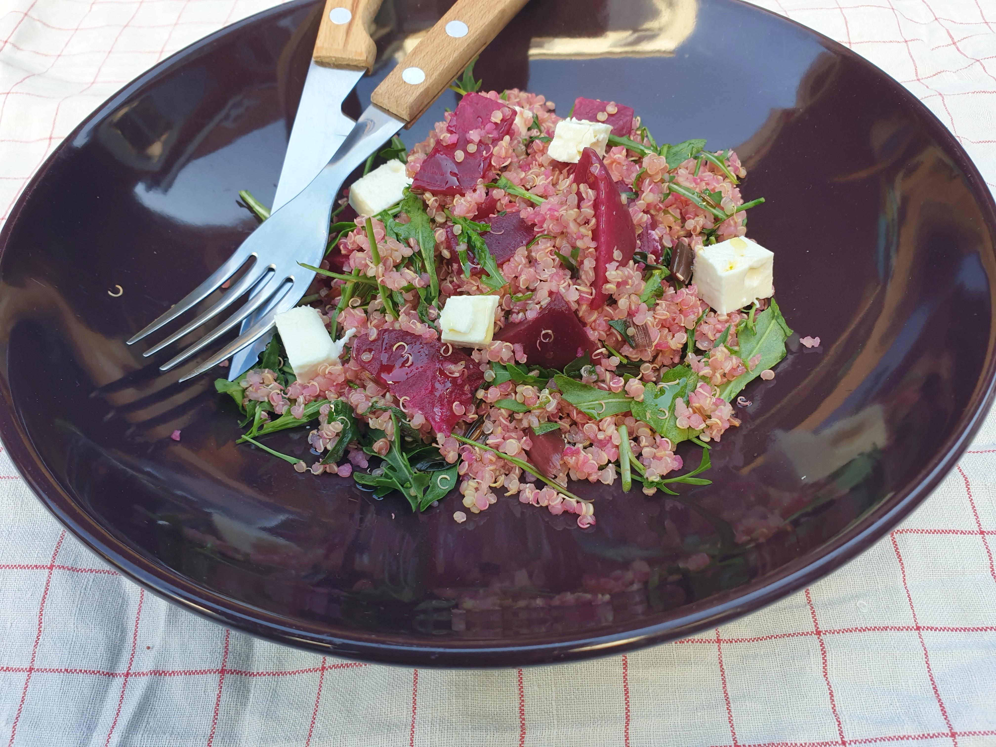 Uitgelichte foto voor het bericht Quinoa met bietjes, rucola en …..