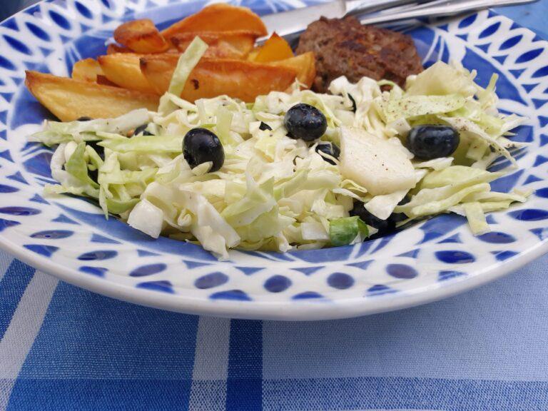 Thumbnail voor het recept: Spitskoolsalade met blauwe bessen