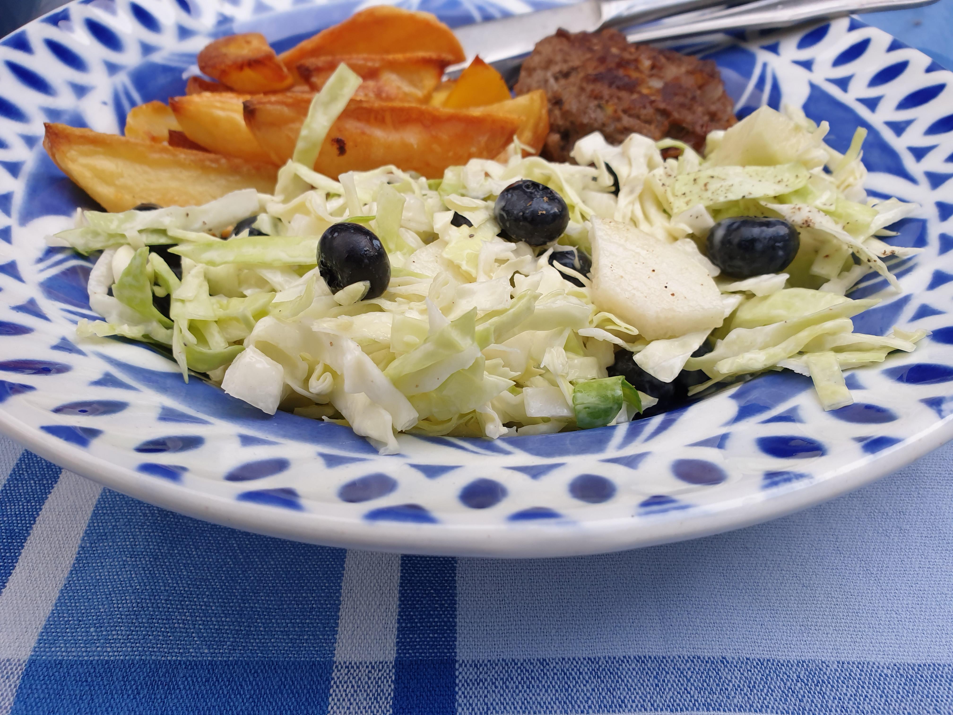 Uitgelichte foto voor het bericht Spitskoolsalade met blauwe bessen