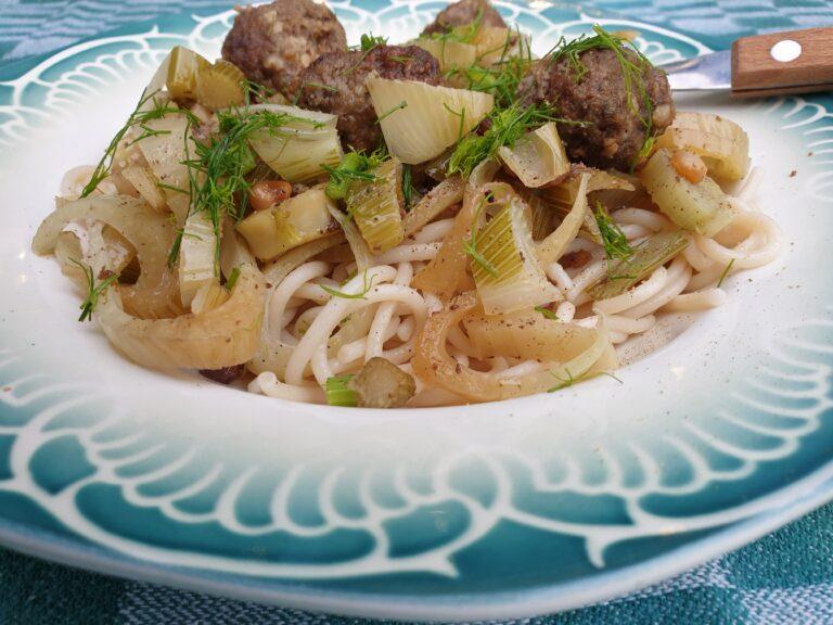 Thumbnail voor het recept: Venkel met gehaktballetjes en pasta