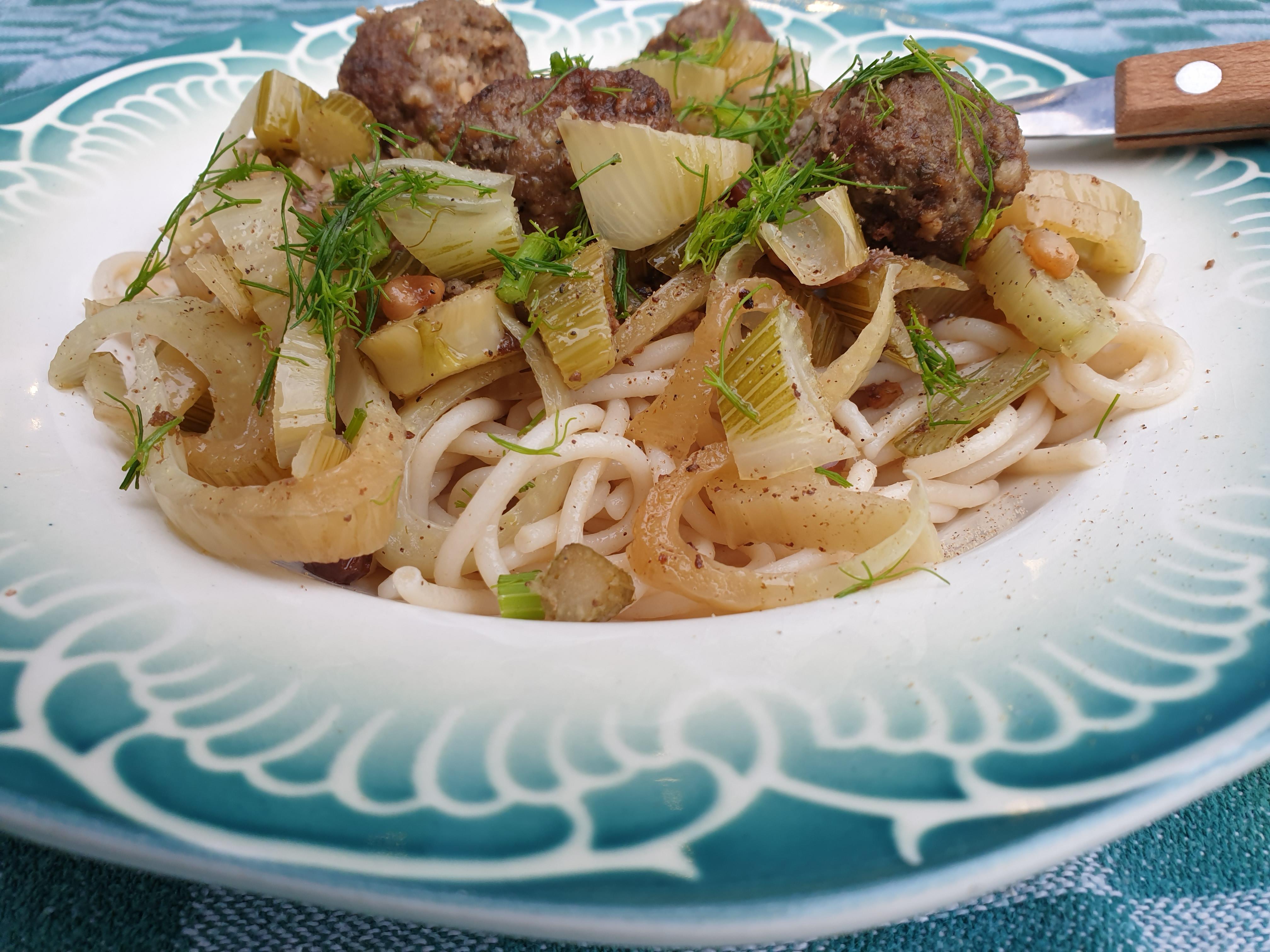 Venkel met gehaktballetjes en pasta