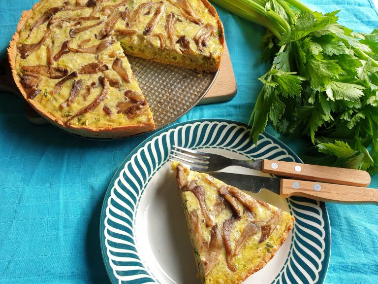 Thumbnail voor het recept: Hartige taart met bleekselderij en oesterzwammen