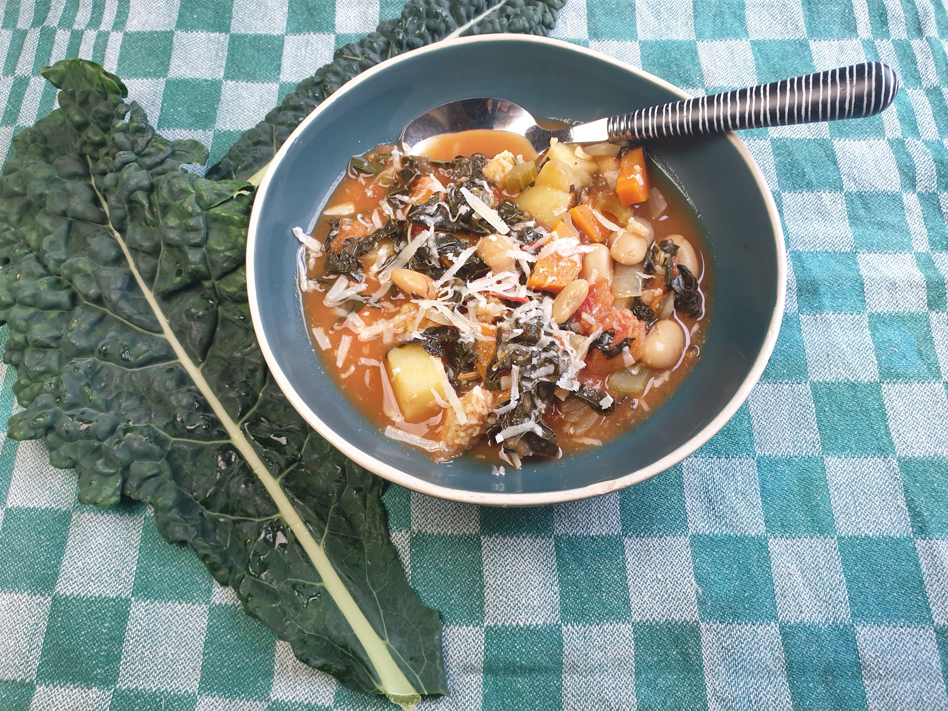 Uitgelichte foto voor het bericht Ribollita - Stevige palmkoolsoep