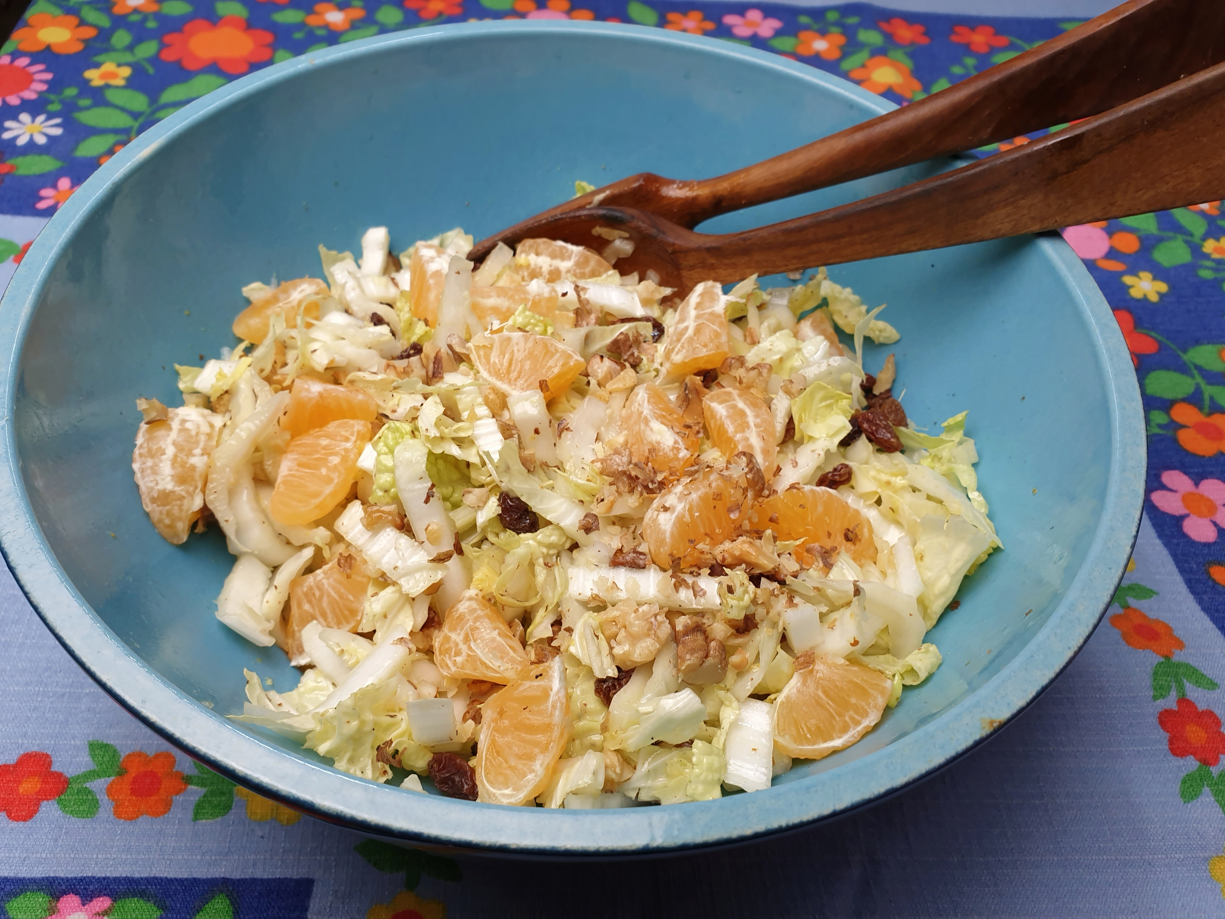 Uitgelichte foto voor het bericht Chinese koolsalade met fruit en noten