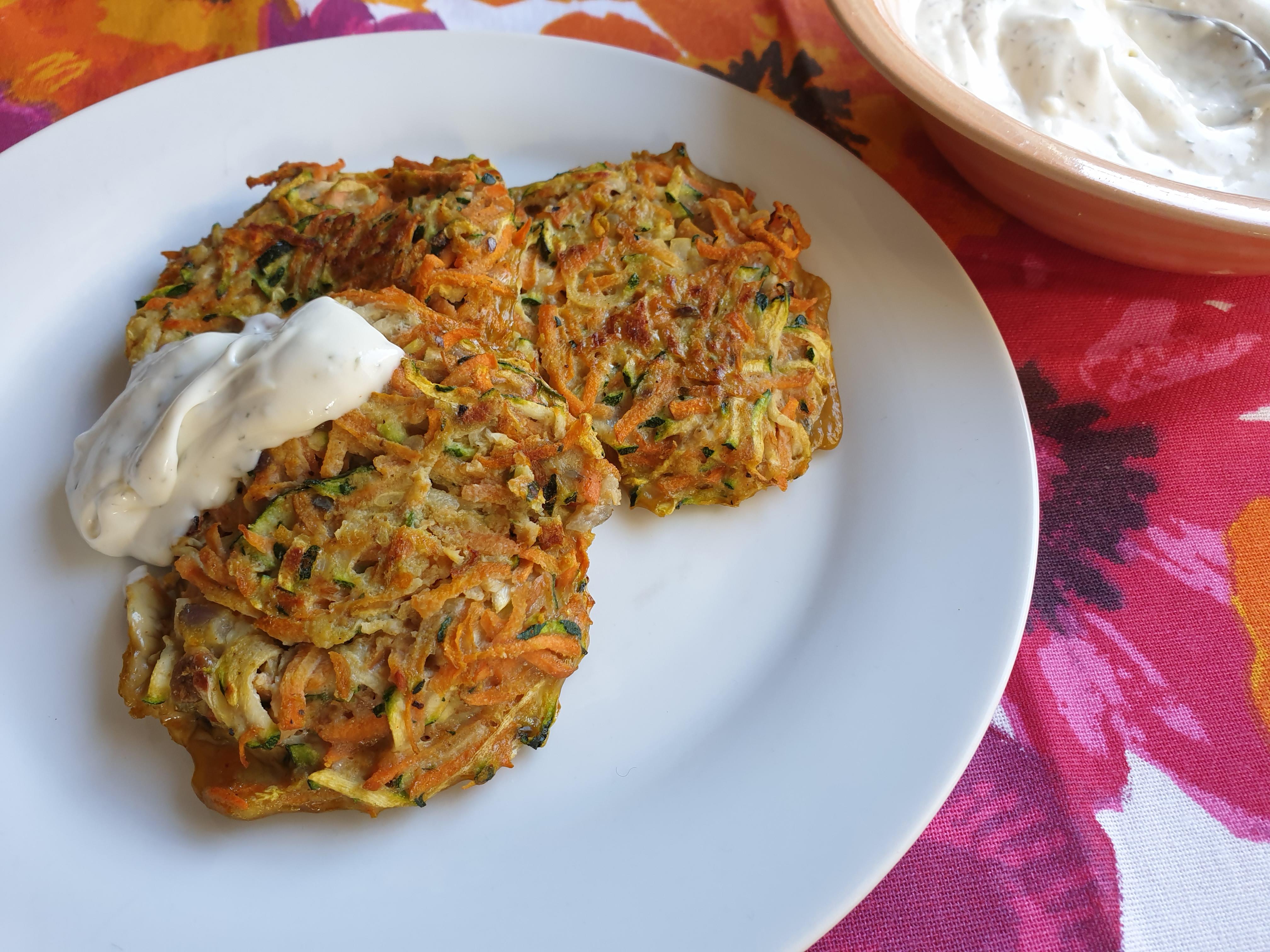 Uitgelichte foto voor het bericht Courgette-wortel koekjes