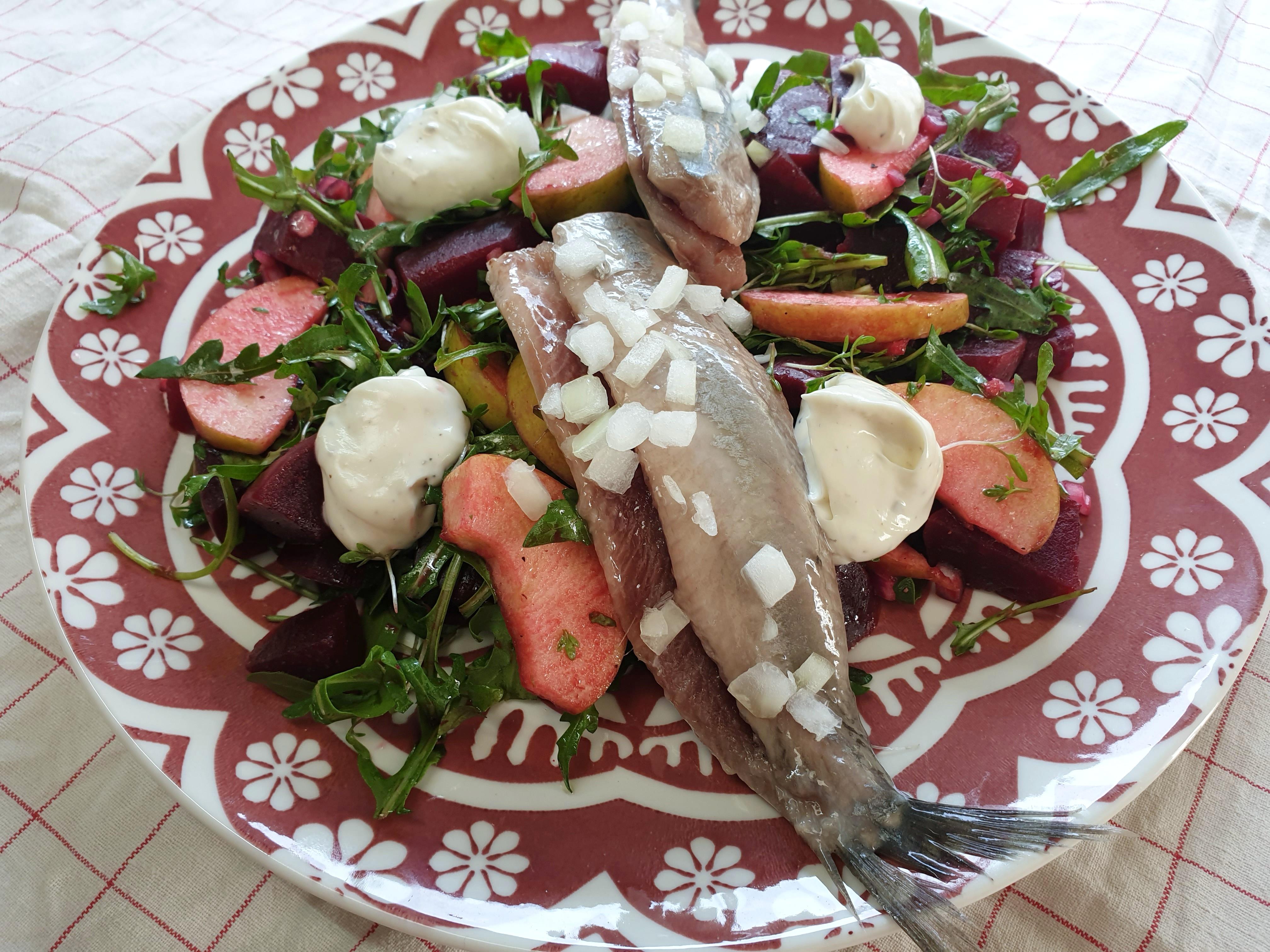 Uitgelichte foto voor het bericht Bietjessalade met rucola, appel en haring