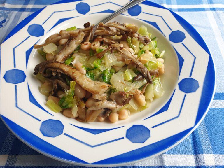 Thumbnail voor het recept: Andijvie met witte bonen