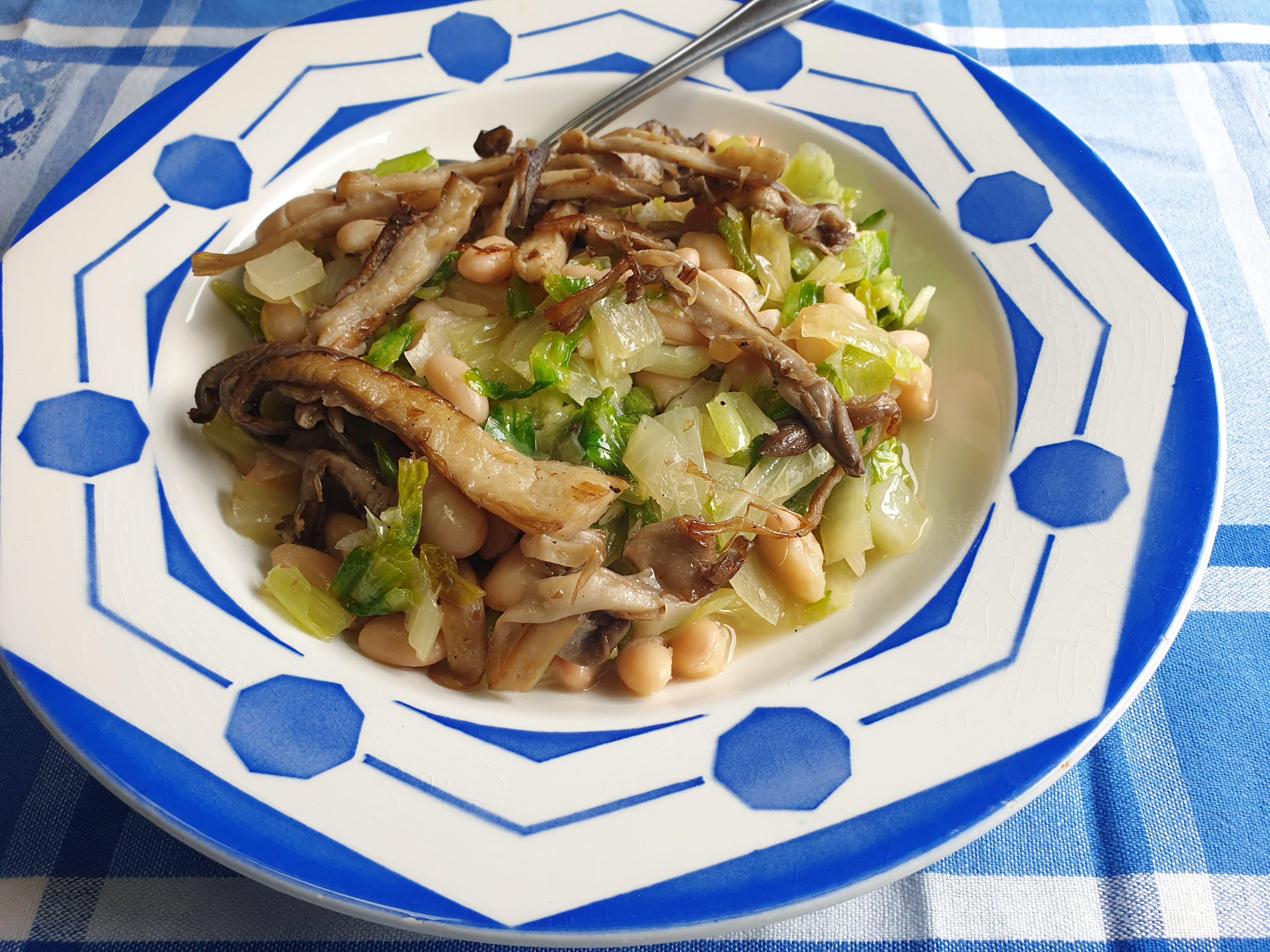 Uitgelichte foto voor het bericht Andijvie met witte bonen