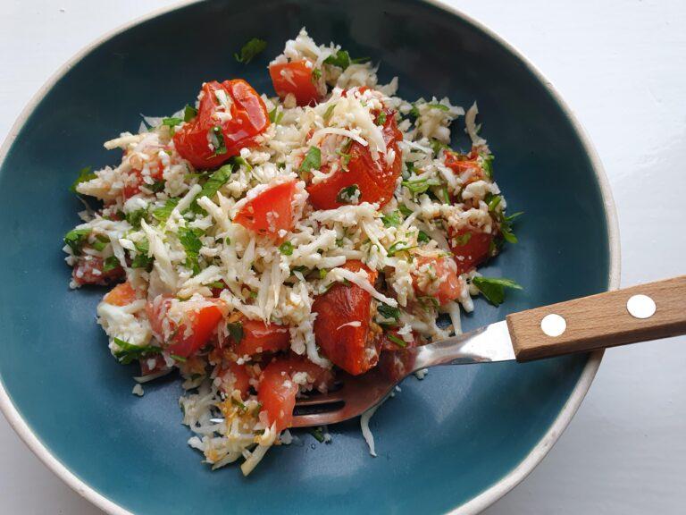 Thumbnail voor het recept: Bloemkool couscous met tomaat en peterselie