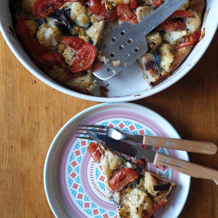 Thumbnail voor het recept: Bloemkool frittata met rode ui en tomaat