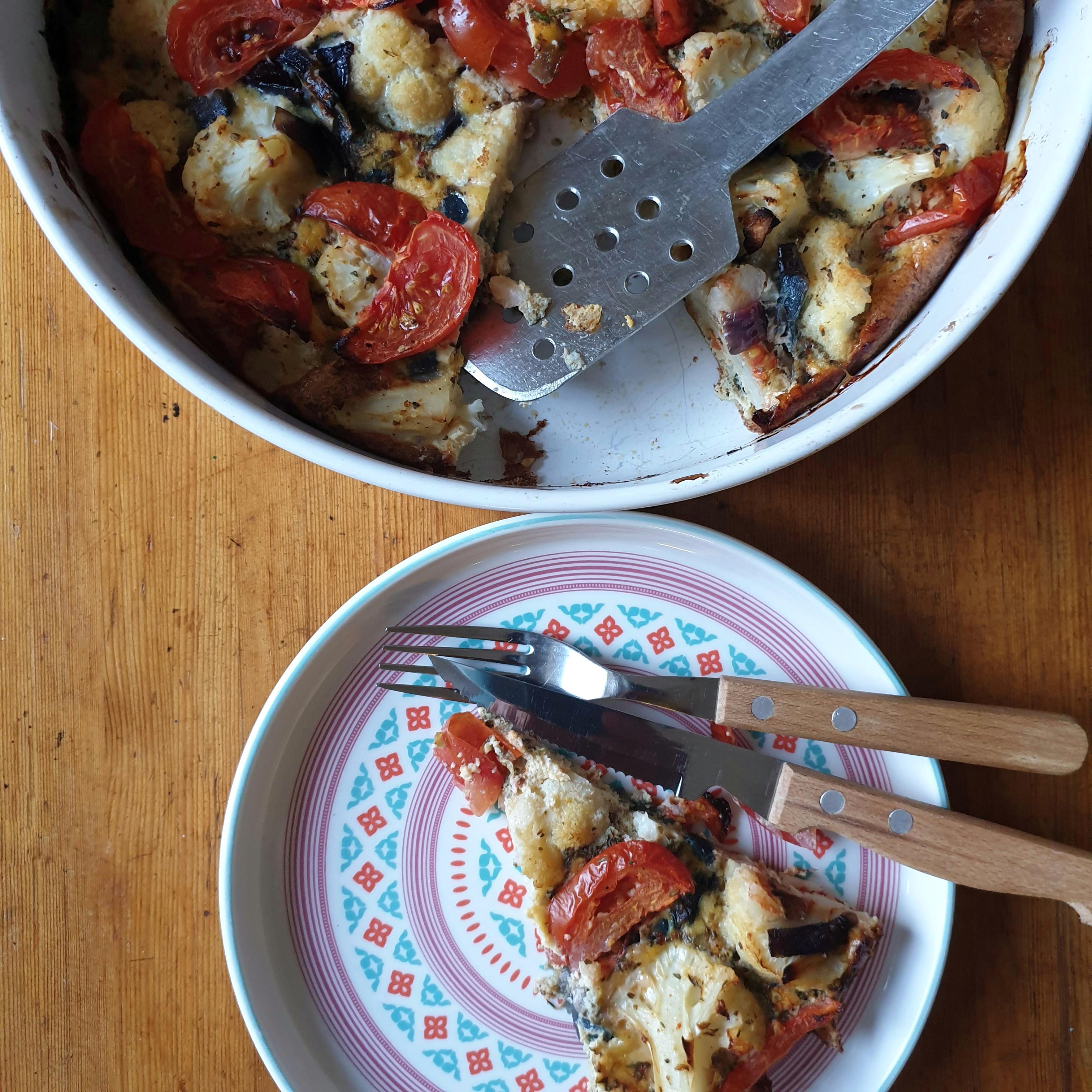 Uitgelichte foto voor het bericht Bloemkool frittata met rode ui en tomaat
